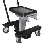 Der neue Werkzeugwechsel-Wagen kann Werkzeuge und Formen bis 500 kg gefahrlos transportieren. (Foto: Roemheld)