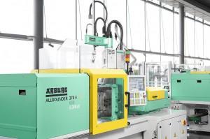 Wirtschaftliche Automationslösung: elektrischer Allrounder 370 E mit servoelektrischem Integralpicker V. (Foto: Arburg)