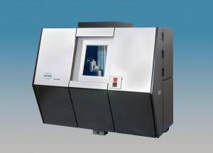 Das neue Koordinatenmessgerät Tomoscope 200 / 225 kV eignet sich für das dimensionelle Messen und für die Materialprüfung von kleinen und mittelgroßen Werkstücken. (Foto: Werth)