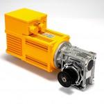 Die dezentrale Komplettlösung für Sicherheitstüren an Spritzgießmaschinen vereint Motor, Frequenzumrichter, Positioniereinheit, sichere Funktionen und Getriebe in einem kompakten Aggregat. (Foto: Siei-Areg)