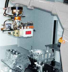 Die Force-Control-Technologie verleiht Robotern die Fähigkeit, Prozessabweichungen basierend auf Echtzeit-Vorgaben zu bewältigen. (Foto: ABB)