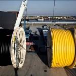 Das korrosionsfreie Rohrleitungssystem von Airborne Oil & Gas besteht aus Celstran (CFR-TP) von Celanese. Die von der Trommel abrollbaren Rohrlängen lassen sich in der Tiefsee leicht und problemlos verlegen. (Foto: Airborne Oil & Gas)