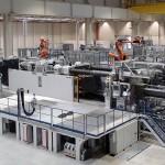 Bereits im März 2013 lieferte Engel erste Doppelanlagen ins BMW Werk Leipzig. Sie finden Einsatz zur Herstellung von Außenhautkomponenten für das Elektrofahrzeug BMW i3. Foto: Engel