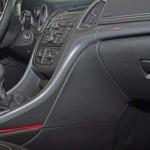 Zierleisten im Opel Cascada Cabrio: Transparente PC-Folien sind vorderseitig mit dem UV-stabilisierten Dual-Cure-Lack Norilux DC überdruckt. Das Dekor wurde mit der IMD/FIM Siebdruckfarbe Noriphan HTR N auf die Folienrückseite gedruckt. Anschließend wurden die gedruckten Farbschichten mit PC/ABS direkt hinterspritzt. (Foto: Pröll)