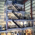 Die neue 5-Schicht-Blasfolienanlage im 2.800 m² großen Anbau von BJK in Louisville. (Foto: Reifenhäuser)