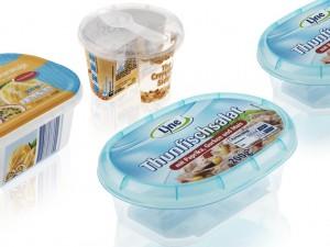 Beispiele von dünnwandigen Verpackungen, produziert auf einem System aus dem Hause Netstal. (Foto: Netstal)