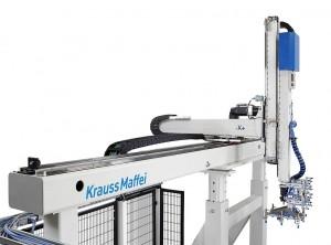 Die Linearroboter der LRX-Baureihe legen Metallbuchsen nach vorheriger Prüfung ins Werkzeug ein und entnehmen die fertigen Teile. (Foto: Krauss Maffei)