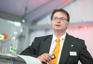 Rudolf Eisenhuber, Leiter Technik bei Maplan, erläuterte F&E-Aufgaben und neue Maschinentechnik von Maplan und seinen Partnern. (Foto: Maplan)