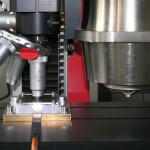 Das Härte-Prüfsystem wurde für Push-Out-Versuche erweitert, um es in der Verbundwerkstoff-Forschung einsetzen zu können. (Foto: Zwick)