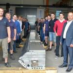 Ein Teil des EMO-Teams mit der neuen 8,5m Düse. (Foto: EMO)