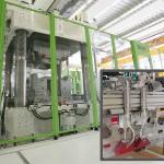 Gemeinsam wollen Engel und Fill maßgeschneiderte Systemlösungen für die industrielle Fertigung von Faserkunststoffverbundbauteilen realisieren. (Fotos: Engel/Fill)