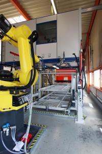Blick in das Fördersystem von der Bearbeitungsseite, Musterbauteil wurde gefertigt. (Foto: Reis)