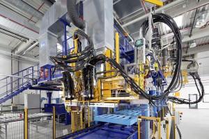 Auf der neuen Flachbeschichtungsanlage können PU-Paneele von bis zu zehn Metern Länge hergestellt werden. (Foto: BASF)