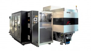 Vollautomatische Fertigungszelle mit F 120 Z.NFS zur Produktion klebefreier Einwegspritzen. (Foto: Ferromatik)