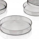 Netstal: Produktionszelle zum Spritzgießen von Petrischalen