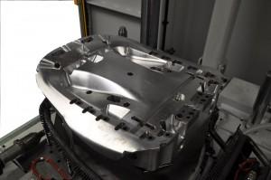 Unterwerkzeug mit angepasster Heißluftheizung und Stanzmatrizen mit integrierten Bauteilabfragen (Foto: Frimo)