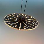 Die Besonderheit dieser LED-Leuchte ist ein flacher Träger aus Polycarbonat. Mit nur 1,8 mm ist er so dünn wie eine CD und kann rund oder eckig sein. (Foto: Bayer Material Science)