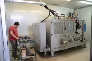 Cannon hat eine Dosiereinheit speziell für mit Klarlack beschichtete Dekorteile im Kfz-Innenraum konzipiert. (Foto: Cannon)