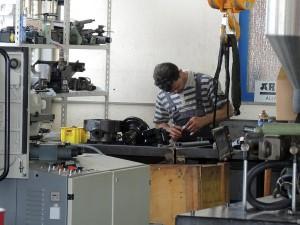 Rund 100 funktionsfähige Spritzgießmaschinen werden jährlich in Pegnitz zur Ersatzteilgewinnung zerlegt. (Foto: Bernd Grigat)