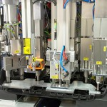 Funktionsintegration Mehrkopf-Schweißmaschine für Automobil-Motorabdeckung: gesamter Werkzeugwechselsatz. (Foto: Herrmann Ultraschall)