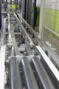 Anschließend werden die Platten über eine längere Zuführstrecke dem Bundstapler zugeführt (Foto: Bürkle)