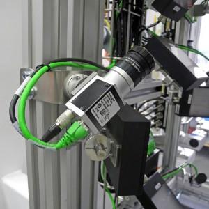 Kamerainspektionssystem für mehr Liefersicherheit: Das Omron-Visionssystem FZ3 hat die Aufgabe, fehlerhafte Teile zu erkennen. (Foto: Beck)