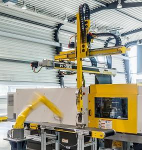 Proline-Entnahmegerät, gesteuert von einer Power Motion CNC, auf einer Roboshot. (Foto: Fanuc)