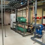 Die neue Split-Kälteanlage liefert Kälte in zwei Temperaturniveaus für die Werkzeug- und Hydraulikkühlung der Spritzgießmaschinen. (Foto: L&R)