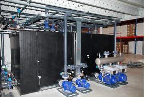 L&R setzt prinzipiell hochwertige und energiesparende Komponenten wie z.B. Pumpen (hier im Bild) und Kältekompressoren ein. (Foto: L&R)