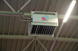 Die im Hydraulikkreis entstehende Wärme wird für die Hallenbeheizung genutzt. (Foto: L&R)