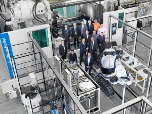 Wenn die Chemie stimmt: Die Teams von GF Piping Systems und Krauss Maffei arbeiteten von Beginn an Hand in Hand. (Foto: Krauss Maffei)