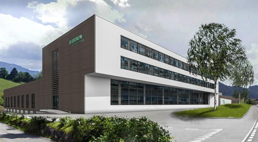 Das neue Produktionsgebäude der B. Braun Medical AG in Escholzmatt/Schweiz ist ein Musterbeispiel für Nachhaltige Industriebauplanung. Der funktionale Baukörper fügt sich harmonisch in die voralpine Landschaft ein (Foto: IE Plast Engineering).