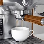 Die farbstarken Effektpigmente Lumina Royal können im Kunststoffbereich etwa bei der Herstellung von Gehäusen für Kaffeemaschinen zum Einsatz kommen. (Foto: BASF)