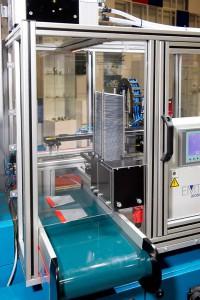 Auf der DKT wird eine Boy 25 E VV mit integrierter Entnahmeautomation gezeigt. (Foto: Boy)