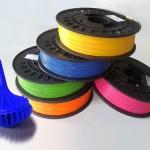 Mit den neuen Farbmasterbatchen können 3D-Druck-Filamente aus PLA eingefärbt werden. (Foto: Granula)