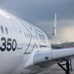 Wie beim A380 wurden die Fensterrahmen des A350 ursprünglich aus Aluminium gefertigt, aus Gewichtsgründen sollte das Material aber durch den besonders leichten und stabilen Faserverbund-Kunststoff ersetzt werden. (Foto: Airbus)