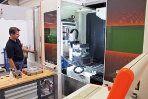 Zur rationellen Fertigung nutzt Reichle Laseranlagen mit Automatisierung, wie 6-fach Palettenwechsler. (Foto: Reichle)