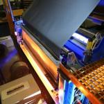 Infrarot-Strahler für die Laminierung von Metallblechen für Industriedächer. (Foto: Heraeus Noblelight)