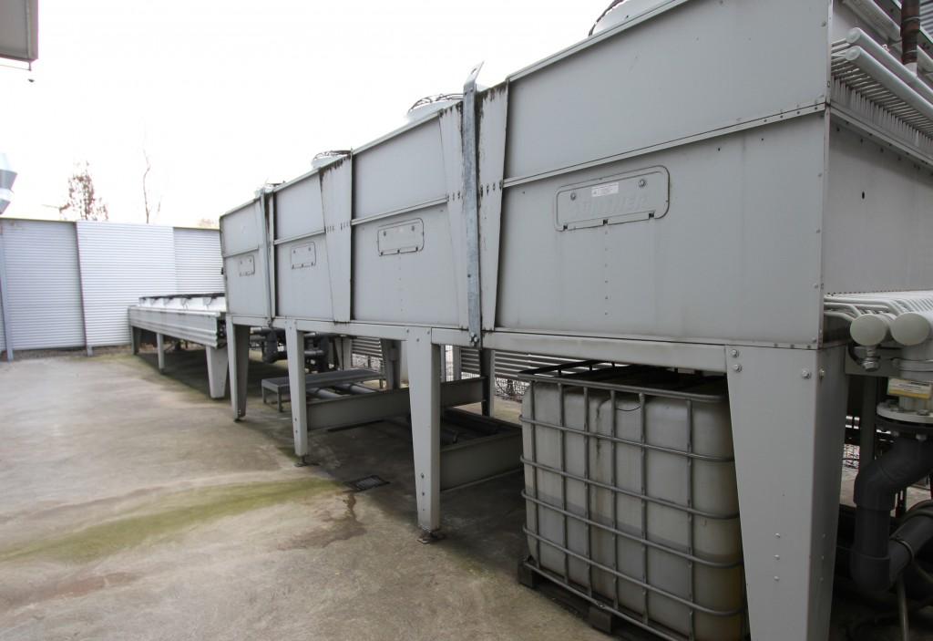 Die zentrale Kühlanlage bei der Alfred Kärcher GmbH & Co. KG mit 736 kW Kälteleistung, Wärmerückgewinnung und Wasseraufbereitung ist als Zwei-Kreis-Kühlsystem ausgeführt, mit einem Werkzeug- sowie einem Hydraulikkühlkreis (Foto: gwk).