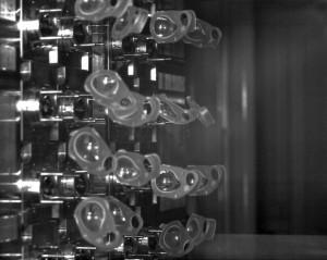 Produktion von Blisterpackungen als Beispiel aus der Verpackungsindustrie. (Foto: Mikrotron)