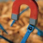 Die Verwendung detektierbarer Kunststoffe senkt das Risiko für Verunreinigungen durch unentdeckte Kunststoffteile z.B. in der Lebensmittelproduktion. (Foto: HellermannTyton)