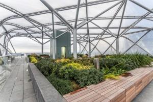 Ein Baldachin aus transparenten ETFE-Folienkissen schützt die Besucher vor Wind und Wetter. (Foto: Richard Murgatroyd)