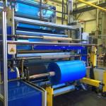 Produktion von HDPE-Folie mit der Mono-Blasfolienanlage. (Foto: Polyrema)