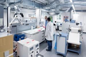 Applikationstechnische Begleitung, mikrobiologische Tests und Analytik bietet das Sanitized TecCenter. (Foto: Sanitized)