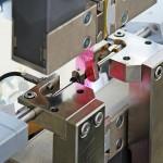 Das automatisierte Folienprüfsystem ist für eine Vielzahl unterschiedlicher, nicht formstabiler Proben geeignet. (Foto: Zwick)