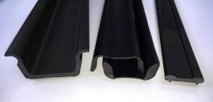 Zu den Serienteilen von SLS aus POM gehören Gleitschienen für Förderanlagen, Isolatoren für Stromschienen oder Befestigungsprofile für die Bauindustrie. (Foto: SLS)