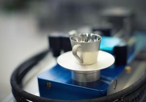 """""""Gekühlte Espressotasse"""" als Präsentationsmodell zum Anfassen. (Foto: Stemke)"""