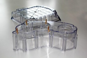 Gehäuseteile aus transparentem Kunststoff. (Foto: Wittmann)