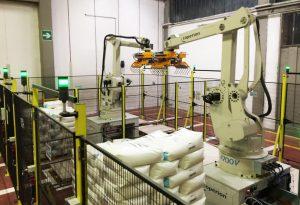 Roboterarme für die Palettierung am Ende der Produktionslinie. (Foto: Coperion)