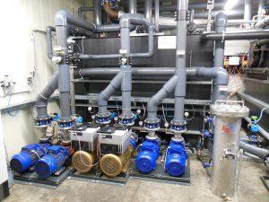 Die Verbraucherpumpen sind mit druckabhängigen drehzahlgeregelten Antrieben ausgerüstet. In der Praxis reduziert das den Energieverbrauch der Pumpen um bis zu 40%. (Foto: L&R)